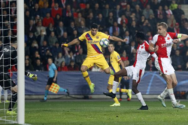 Momentka zo zápasu Slavia Praha - FC Barcelona.
