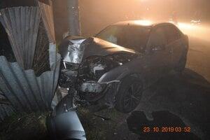 Škoda, ktorú vodič spôsobil, bola vyčíslená na 7 500 eur.