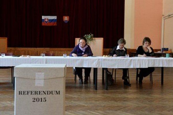 Referendum je neplatné, hlasovať prišlo málo ľudí