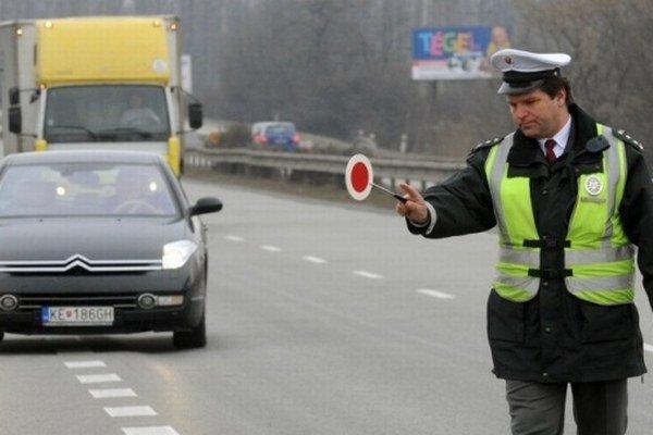 Policajti budú kontrolovať dialničné známky.