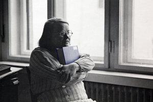 Alžbeta Gwerkova (1905 – 1944) bola slovenská literárna historička, prekladateľka, pedagogička a autorka knihy Žena novej doby, ktorá mala vychovávať ženy k demokratickým hodnotám. Spolu s manželom výtvarníkom Edmudom Gwerkom sa zapojila do SNP, za čo ju v roku 1944 popravili.