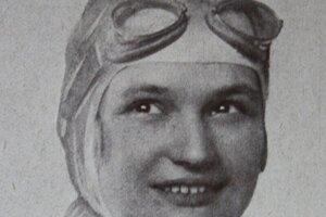 Eliška Junková-Khásová (1900 –1994) bola česká automobilová pretekárka. V 20. rokoch bola najrýchlejšou ženou sveta a ako jediná žena v histórii Grand Prix sa dokázala vyrovnať najlepším jazdcom tejto súťaže. Ako prvá žena na svete tak vyhrala medzinárodné preteky v absolútnej klasifikácii. Po ukončení kariéry sa výrazne podieľala v organizácii motoristického života v Československu.