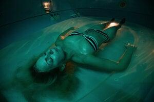 Float je určený na úplný relax. Harmonizuje myseľ aj telo.