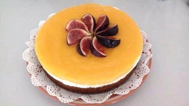 Mrkvová torta s tvarohom a mangovým pyré