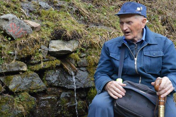 Štefan Libič vybudoval v okolí Brezna okolo 30 studničiek a prameňov. Pre vysoký vek sa už o ne starať nemôže, no jeho krásne dielo našlo nasledovníkov.