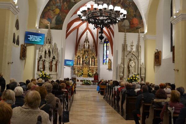 Zrekonštruovaný farský kostol opäť otvoril svoje brány veriacim.