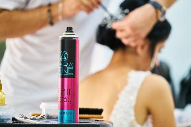 Lak na vlasy vytrieďte do zbernej nádoby, do ktorej sa vo vašom meste alebo obci triedi kov.