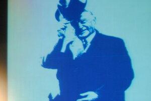 Na plátne Konrad Adenauer.