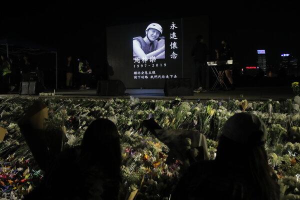 Demonštranti si uctili smrť študenta.