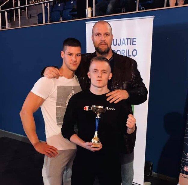 Cyril Pažitný s trénerom Patrikom Matejkom a sparingpartnerom Erikom Matejovským.
