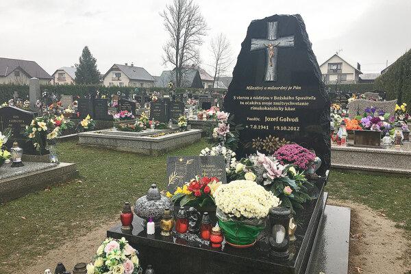 Vynovený hrob Jozefa Golvoňa.