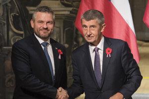 Český premiér Andrej Babiš (vpravo) a slovenský premiér Peter Pellegrini (vľavo) počas tlačovej konferencie po spoločnom rokovaní vlád Českej a Slovenskej republiky 11. novembra 2019 vo Valticiach.