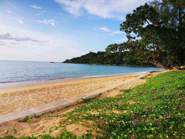 Pláž v oblasti Khao Lak