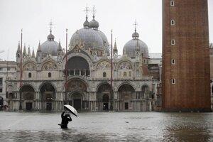Zaplavené Námestie sv. Marka v Benátkach.