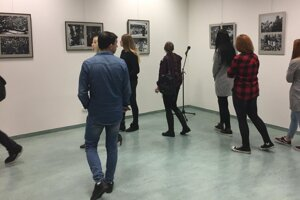 Výstava zaujala študentov.