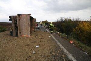 Nehoda sa stala pri Nitrianskych Hrnčiarovciach.