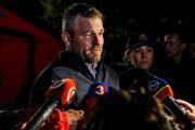 Peter Pellegrini a ministerka vnútra SR Denisa Saková počas vyhlásenia na mieste tragickej nehody autobusu a nákladného auta, ktorá sa stala dnes na zlatomoraveckej ceste pri obci Malanta.