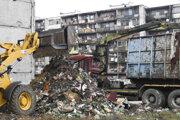 Odpad z Hrebendovej vyvezú.