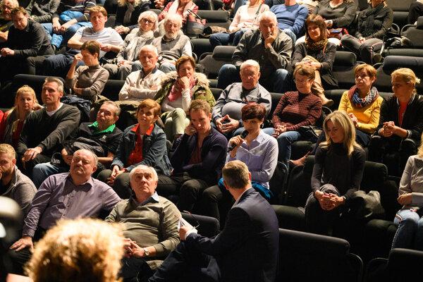 Diskusia v Štúdiu Slovenského komorného divadla.