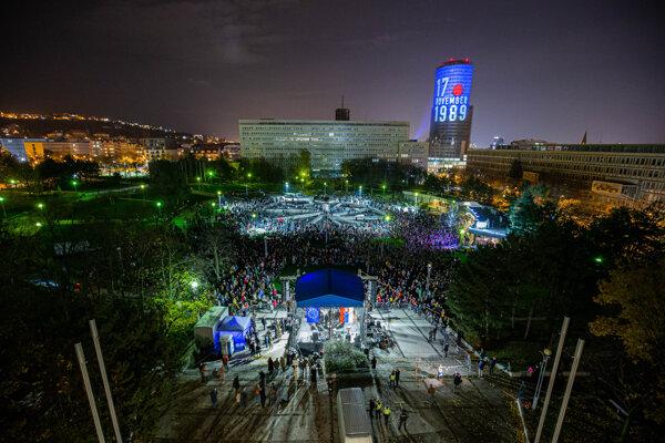 Oslavy Novembra 89 na Námestí slobody, ktoré zorganizovala iniciatíva Za slušné Slovensko.