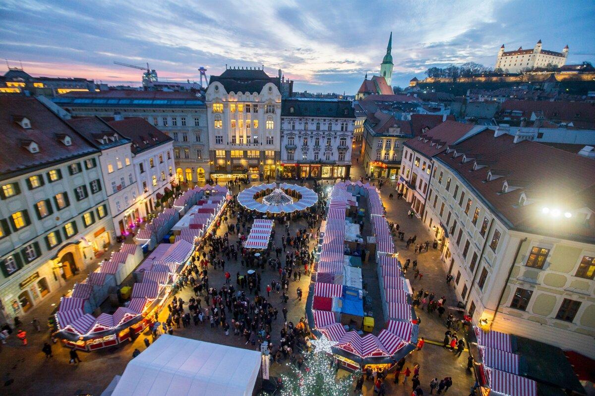 V Bratislave sa začínajú vianočné trhy, prinesú viacero noviniek -  Bratislava SME