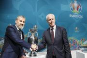 Tréner slovenskej reprezentácie Pavel Hapal sa pri žrebe stretol s trénerom Írska Mickom McCarthym.