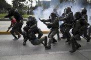 Zásah polície proti demonštrantom v Kolumbii.