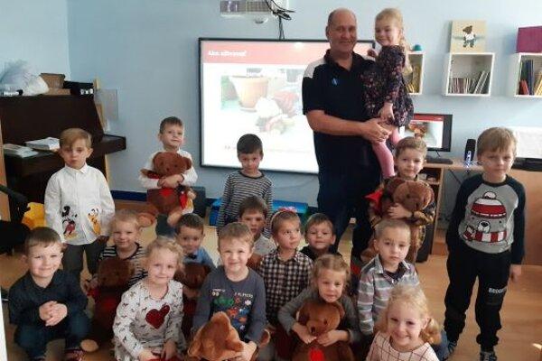 Deti sa stretli aj s profesionálnym záchranárom.