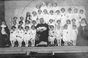 Obľúbený páter medzi deťmi.