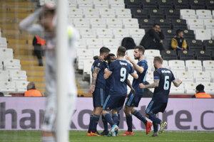 Radosť hráčov Slovana v zápase K-skupiny Európskej ligy 2019/2020 Besiktas Istanbul - ŠK Slovan Bratislava.
