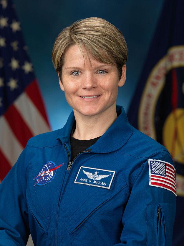 Anne McClainová bola na ISS od decembra 2018 do júna 2019. Zo stanice sa mala bez vedomia manželky prihlásiť do jej účtu.