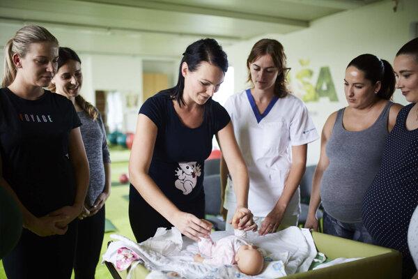 Miestnosť pre predpôrodnú prípravu, ktorá vznikla zadministratívnych priestorov preinvestovaním 3000 eur.