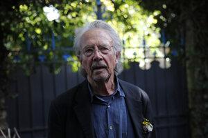 Nositeľ Nobelovej ceny za literatúru 2019, rakúsky spisovateľ Peter Handke. Kvôli jeho eceneniu opustila členstva v Nobelovom výbore pre literatúru spisovateľka Gun-Britt Sundströmová.