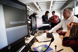 Zamestnanci francúzskej televíznej stanice TV5 Monde pracujú po kybernetickom útoku.