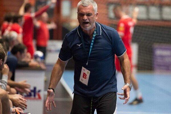 Peter Sporni opäť na lavičke ako hlavný tréner. Dokráča mužstvo pod jeho vedením do najlepšej šestky extraligy.