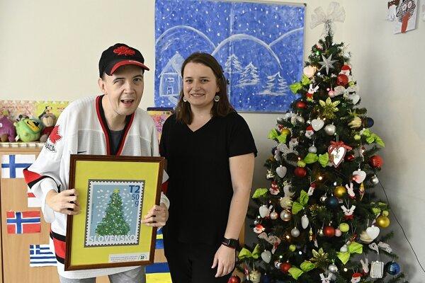 Kresba klienta Centra sociálnych služieb (CSS) Demy v Trenčíne Maroša Chovanca sa stala námetom pre tohtoročnú príležitostnú známku Vianočnej pošty.