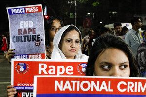Protest za spravodlivosť v prípade znásilnenia a vraždy veterinárky v indickej Kalkate 4. decembra 2019.