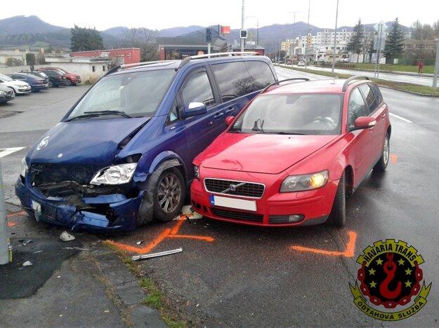 Nedávna nehoda na križovatke.