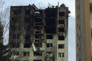V utorok sa začali prípravné práce na rozoberanie poškodenje budovy. Mesto hovorí o odstránení minimálne štyroch až piatich poschodí v prvej etape.