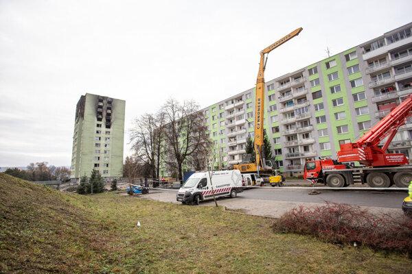 Demolačný stroj českej firmy skladali v priebehu včerajška.
