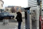 V Leviciach sa dva nové solárne parkovacie automaty.