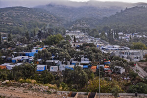 Pohľad na utečenecký tábor na gréckom ostrove Samos vo východnej časti Egejského mora 15. októbra 2019.