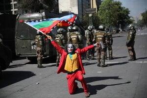 Pouličné protesty v hlavnom meste Čile Santiago.