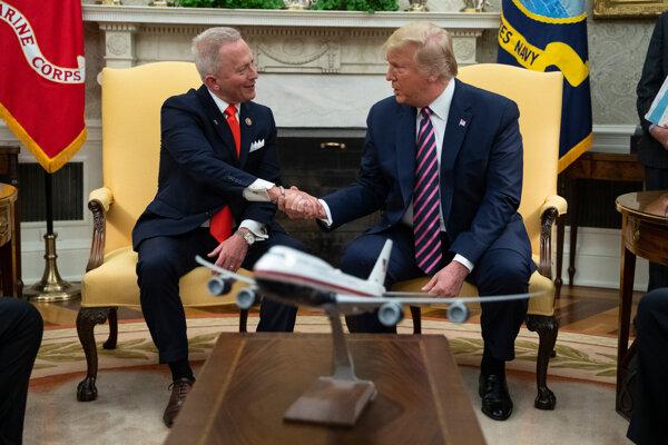 Jeff Van Drew a americký prezident Donald Trump.