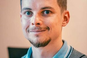 Dominik Hrebík z brnenského inštitútu CEITEC skúma bakteriofágy.