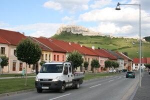 Spišský hrad. Jeho hradobné múry sú v havarijnom stave.
