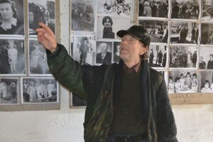 Kus histórie Likiera na fotografiách, zdobiacich starú stodolu.