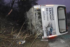 Všetky záchranné zložky sa k havarovanému autobusu dostali v priebehu niekoľkých minút.