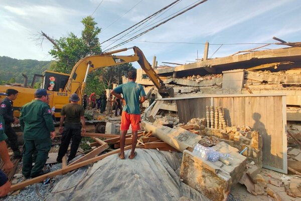 Trosky budovy v provincii Kep na pobreží Kambodže, ktorá mala po dokončení slúžiť ako hotel.