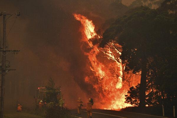 Požiare v Austrálii zastavia len silné lejaky.